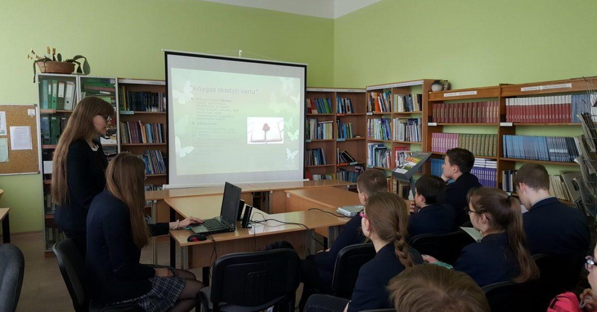 Integruota lietuvių kalbos pamoka gimnazijos bibliotekoje