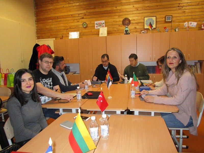 """Erasmus+ KA2 strateginių tarpmokyklinių partnerysčių projekto """"Art, Technology &Sport keep me bound to my School"""" tarptautinės mokymo(si) veiklos Lietuvoje"""