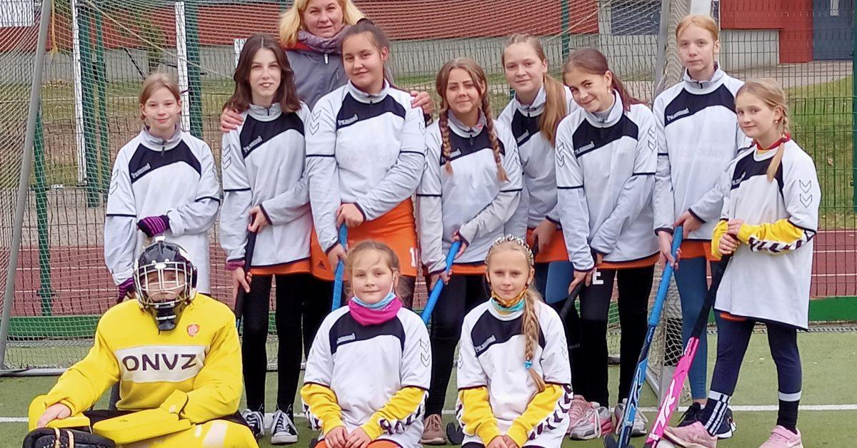 Sveikiname merginų žolės riedulio komandą!