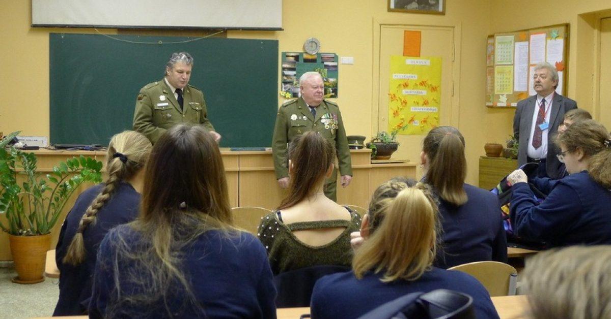 Kauno Veršvų gimnazijoje vyko šaulių susitikimas su moksleiviais